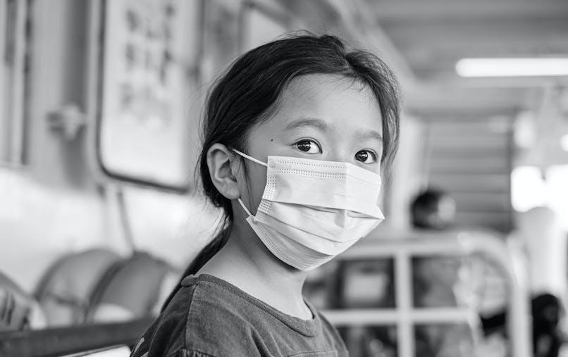 Hong Kong : des enfants atteints du Covid-19 attachés à leur lit d'hôpital pour les forcer à l'isolement