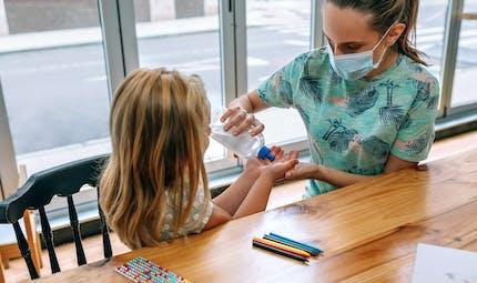 Assistantes maternelles : elles pourront continuer à accueillir les enfants