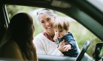 Confinement 3 : les déplacements autorisés pour emmener son enfant chez un proche