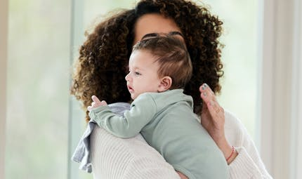 Régurgitations, coliques… comment calmer Bébé ?