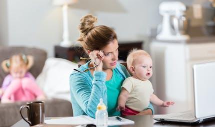 Maman de deux enfants en bas âge, son entreprise lui refuse le chômage partiel et lui conseille de travailler la nuit