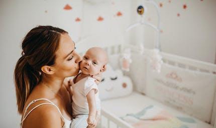 Les bébés très câlinés ont un développement plus favorable