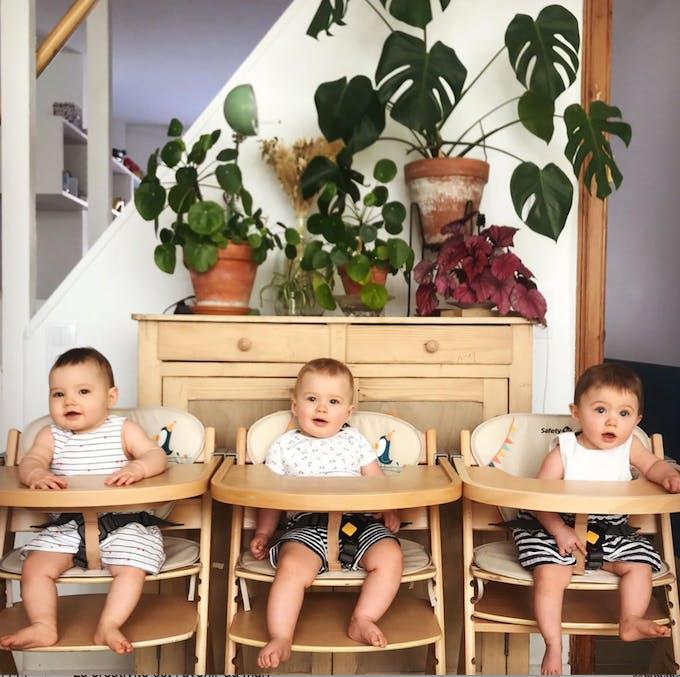 bébés triplés à table
