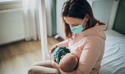 COVID: très peu de risques pour les nouveau-nés d'être infectés via le lait maternel