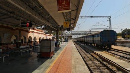 L'incroyable sauvetage en vidéo d'un enfant tombé sur les rails juste devant le train