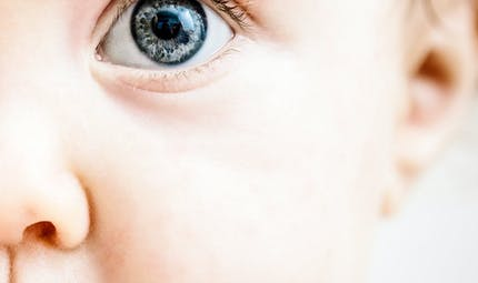 Vision de bébé : prévenir et détecter les problèmes oculaires de votre enfant