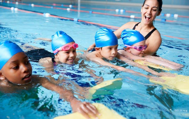 enfants qui nagent