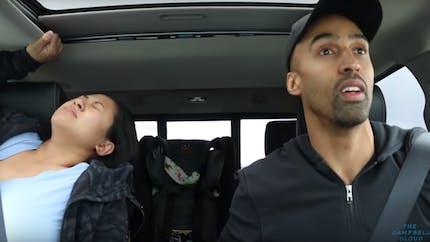 Elle accouche d'un bébé dans sa voiture : l'incroyable vidéo