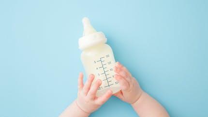 Lait infantile, quelle quantité et quel type de biberon à quel âge ?
