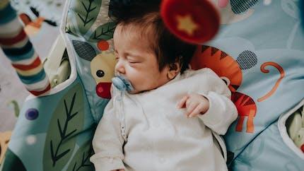 Son bébé est décédé d'asphyxie dans un transat : une maman appelle à plus de prévention