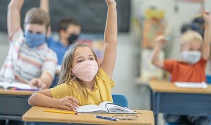 Les pédiatres demandent l'arrêt du port du masque à l'école, même en intérieur