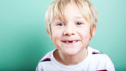 """Enfant  : que faire s'il a les """"dents du bonheur"""" ?"""