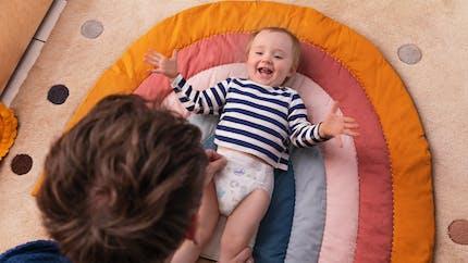 Le change : un rituel de tendresse et de complicité avec Bébé