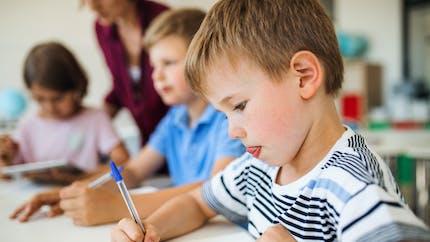 Apprentissages: on apprend mieux à lire si on écrit à la main, selon une étude