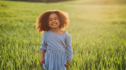 Les prénoms solaires pour filles, ils sont gorgés d'optimisme!