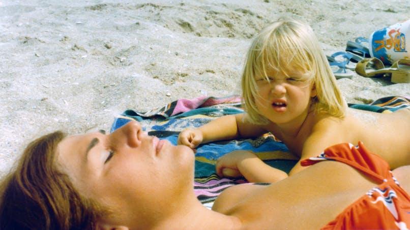 femme et enfant plage