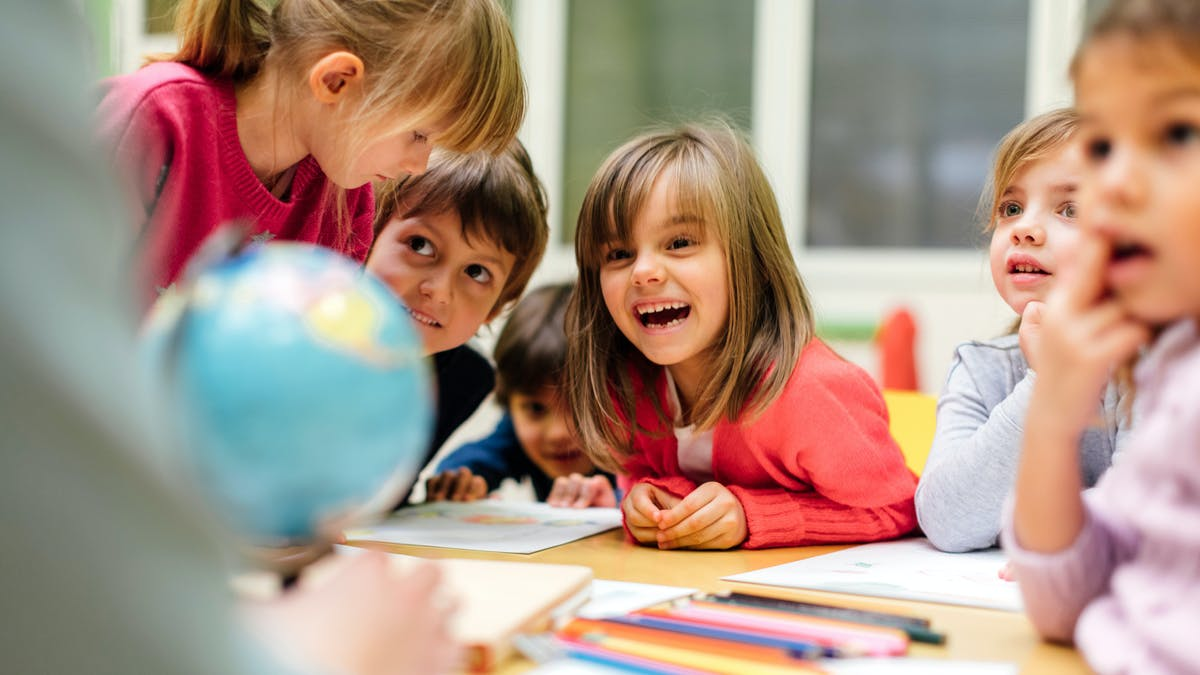 Enfants en classe de maternelle
