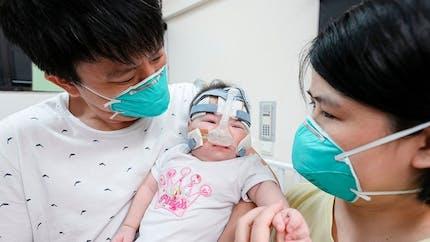 Le plus petit bébé du monde à la naissance quitte enfin l'hôpital, en bonne santé !