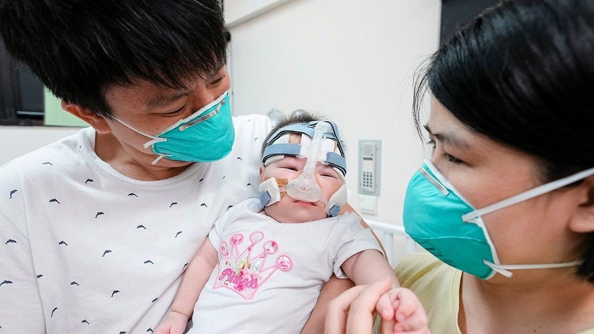 Les parents du plus petit bébé du monde à la naissance peuvent enfin rentrer pour la première fois chez eux après 13 mois d'hospitalisation