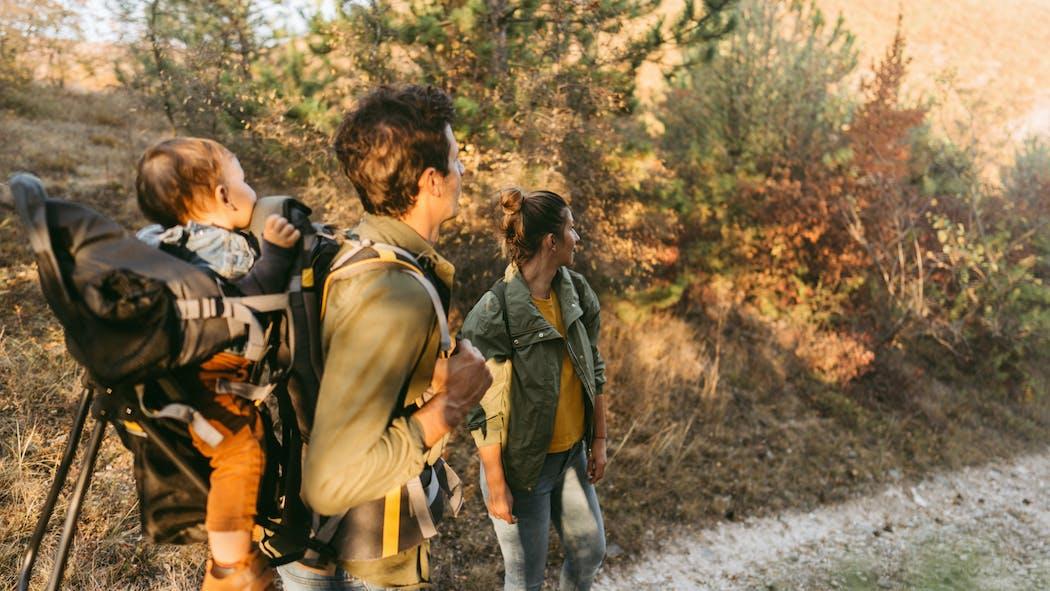 Comment bien choisir son porte-bébé de randonnée