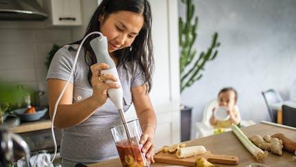 Alimentation de bébé à 8 mois : on écrase à la fourchette