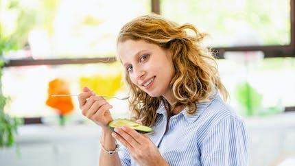Nutrition : l'avocat modifie (en bien) la répartition de la graisse du ventre