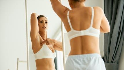 Cancer du sein : connaissez-vous la pratique de l'autopalpation?