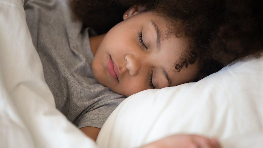 Changement d'heure : avec la sophrologie, on aide les enfants à bien le vivre