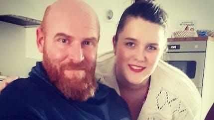 Jérôme et Lucile parents, première rencontre entre leur fille et son parrain