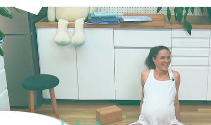 Yoga prénatal : 2 exercices pour mieux respirer et se connecter avec son bébé